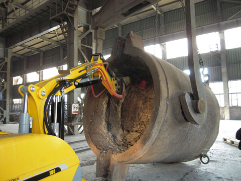 Metal Processing - Brokk Ladle Cleaning